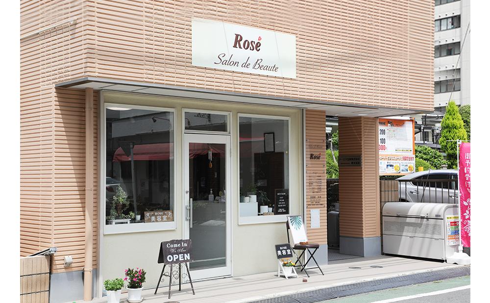 店舗へのアクセスは、小田急線「本厚木駅」から徒歩2分です。 1階にあるため、お付き添いの方がいらっしゃいましたら、車椅子を利用されている方も安心してご来店いただけます。