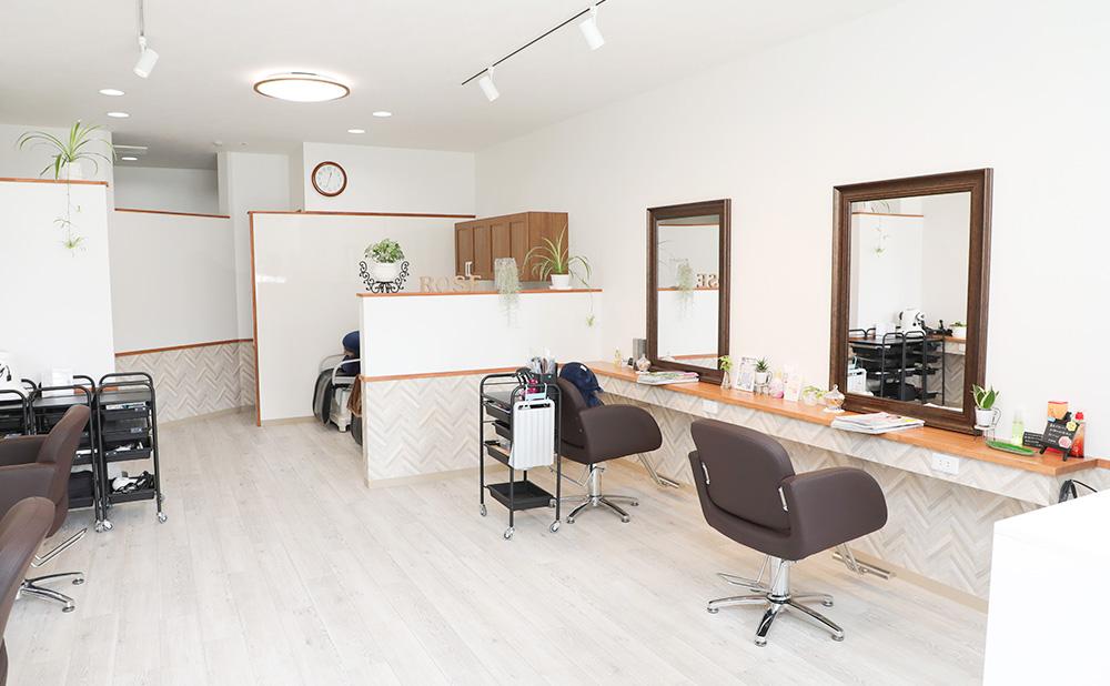 シェアサロン(面貸)として、美容室のレンタルスペースを提供しています。設備や機材、材料はもちろん完備。営業時間内であれば、自由にご利用いただけます。 ご利用方法は、こちらをご確認ください。